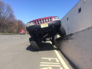 Jeep Grand Cherokee WJ flexing on loading dock